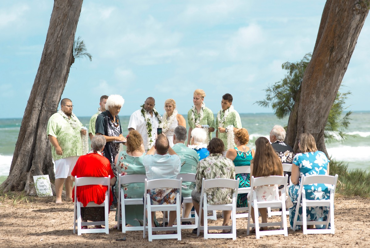 Wedding vow renewal after 20 years, 20 guests, Kauai wedding photographer Difraser
