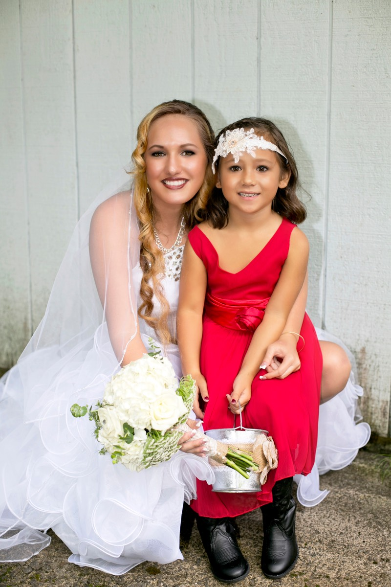 Kauai Bible Church bride with little girl. Photography and Difraser.