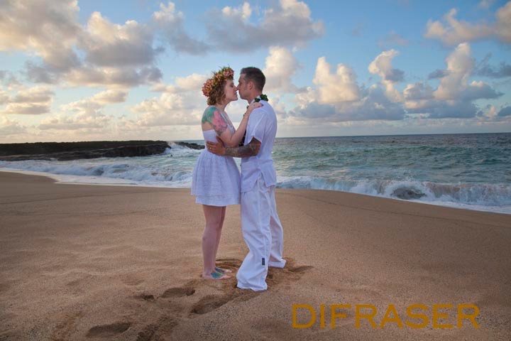 Lumahai Beach Kauai wedding photographed by Difraser 709