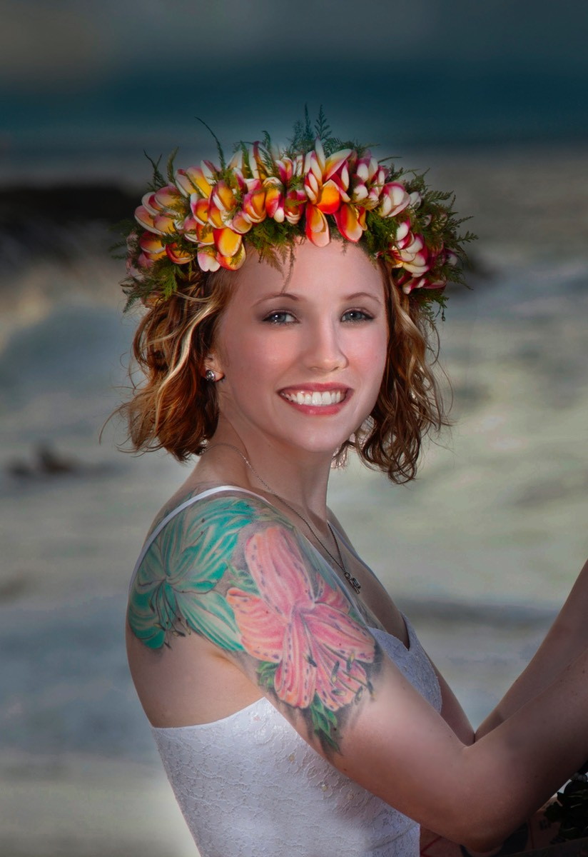 Lovely tattooed Kauai bride photographed by Difraser