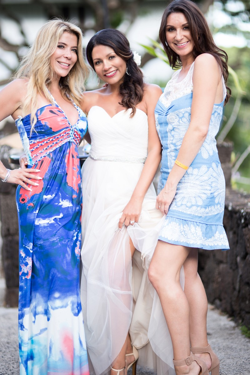 Kauai bride with her two best friends, photo by Kauai wedding photographer Difraser