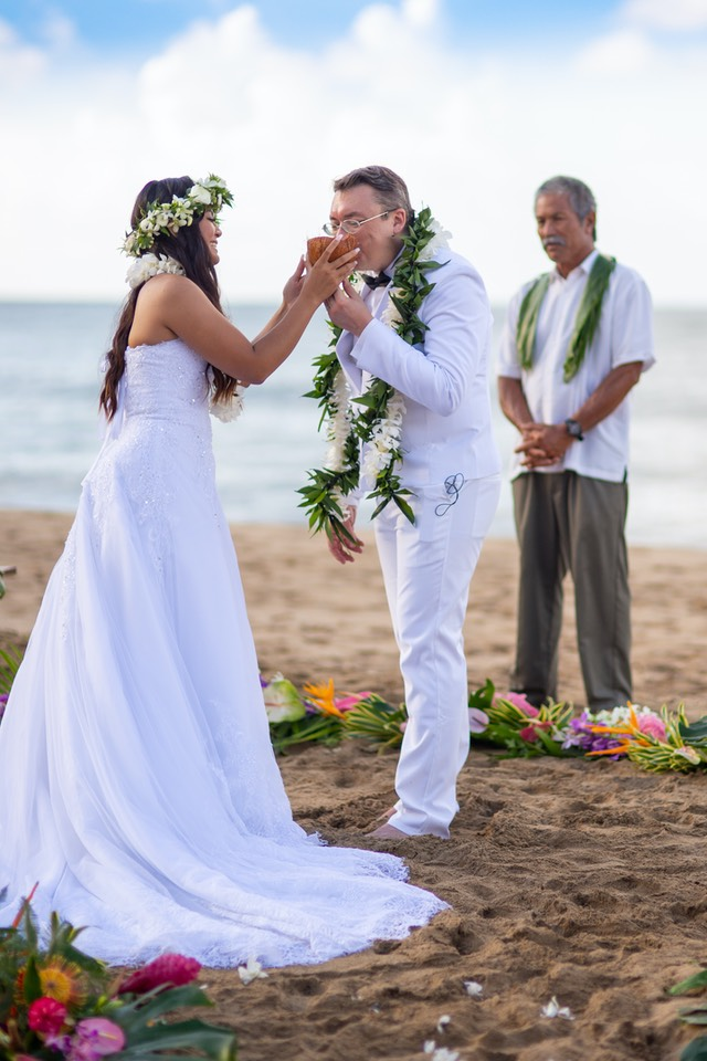 Breaking open a coconut wedding tradition in Hawaii