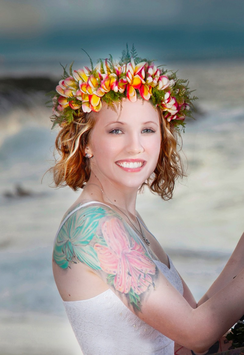 Kauai wedding videographer Difraser and bride with shoulder and arm tattoo on Kauai beach
