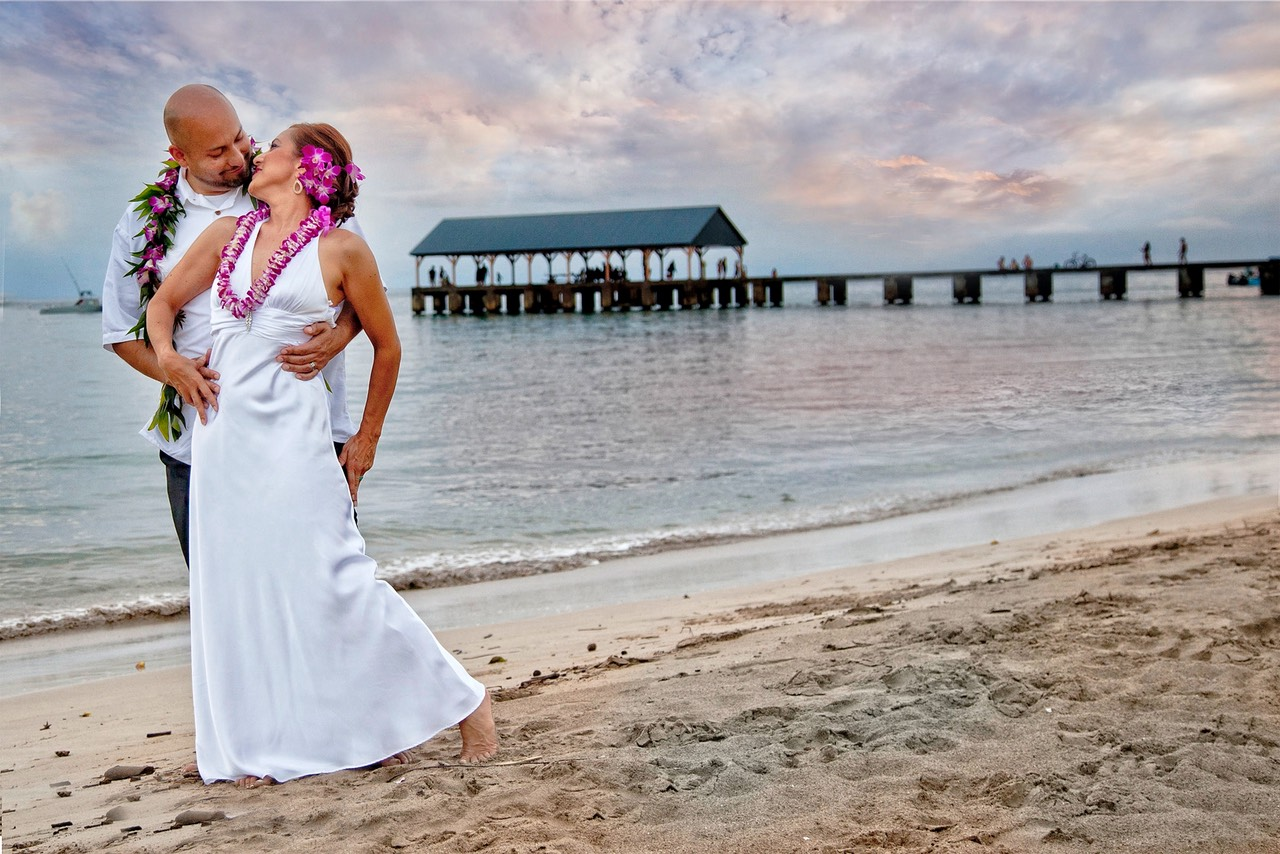 Sunset and fire photo at Hanalei Bay. Wedding photographer Difraser